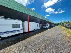 parking pour hivernage couvert et non fermé pour les caravanes