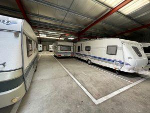 parking pour hivernage de caravane couvert et fermé