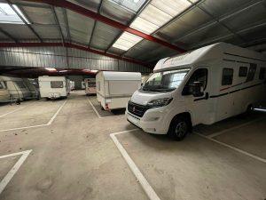 place de parking pour caravanes à l'abris à Messanges