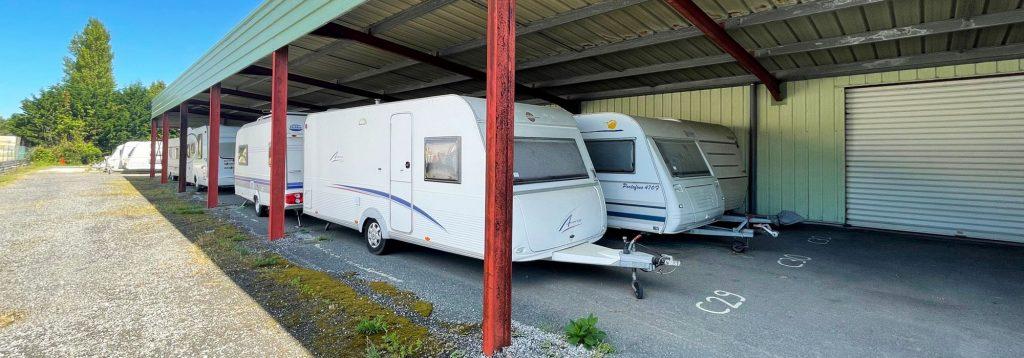 stationnement couvert et non fermé pour caravanes
